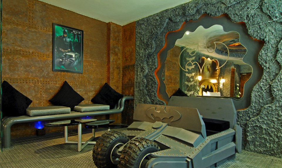 Batman themed hotel room opens in taiwan my site for Superhero bedroom ideas